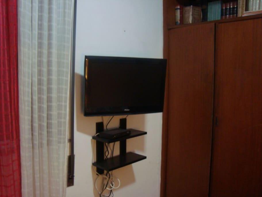 TV LCD com Tv a cabo (NET)