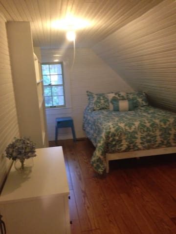 2 bedroom/1 bath apartment in home - Southern Pines - Casa