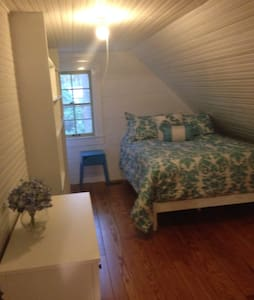 2 bedroom/1 bath apartment in home - Southern Pines
