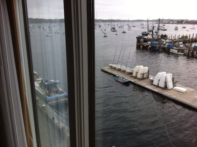 Newport Harbor View Condo by Wyndham-HolidayWk