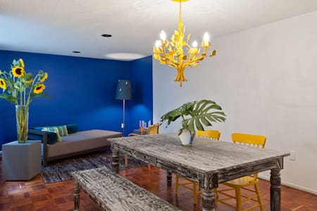 If you're looking for a spacious, clean and safe place while visiting Mexico City...you've found it!.  This apartment is all about LOCATION !  You are just a stone's throw away from everything that Mexico City has to offer.