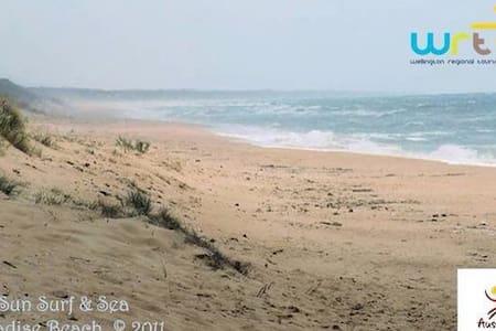 Sun Surf & Sea. Opposite the ocean! - Paradise Beach - Casa