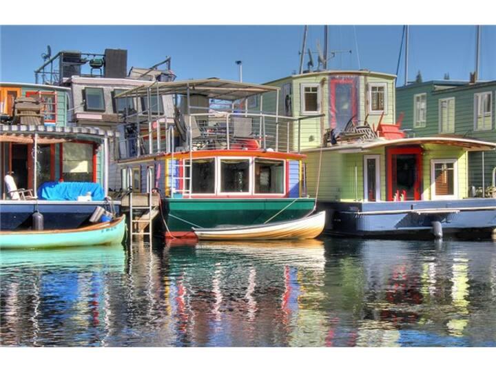 Floating Home~Huge Deck~Kayaks~Bike