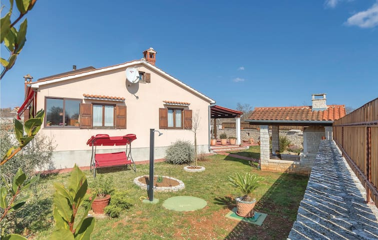Semi-Detached with 2 bedrooms on 109 m²