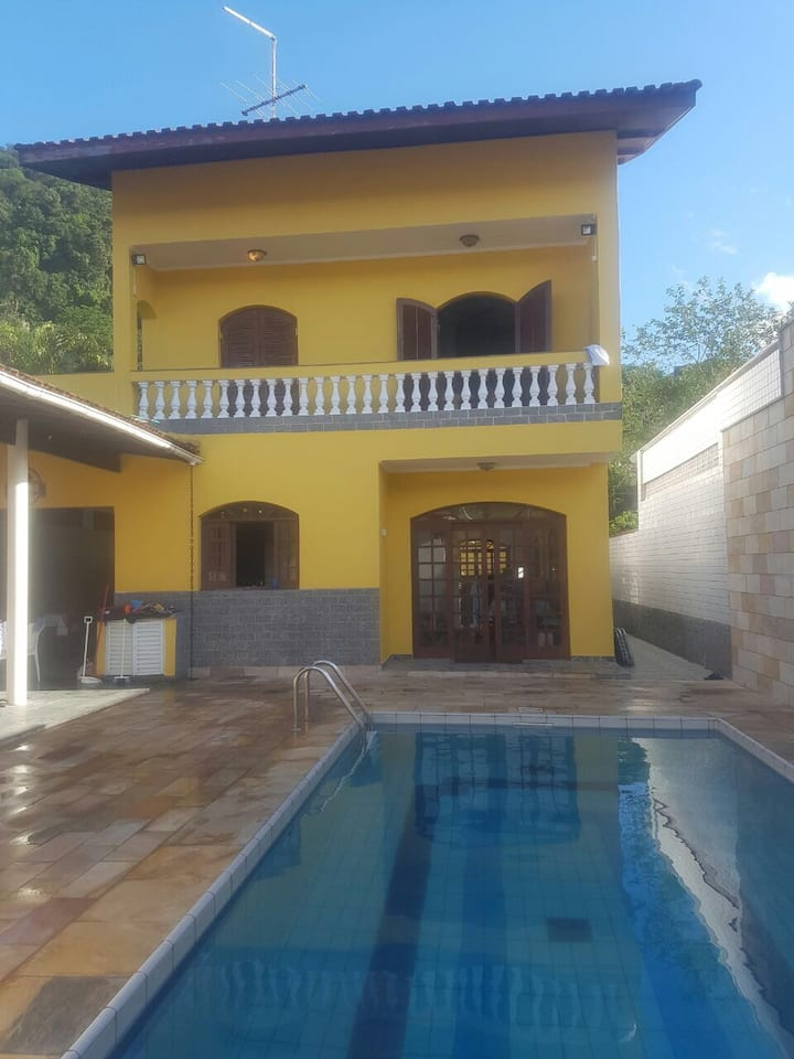 Casa c/piscina 500 m da praia no Guarujá