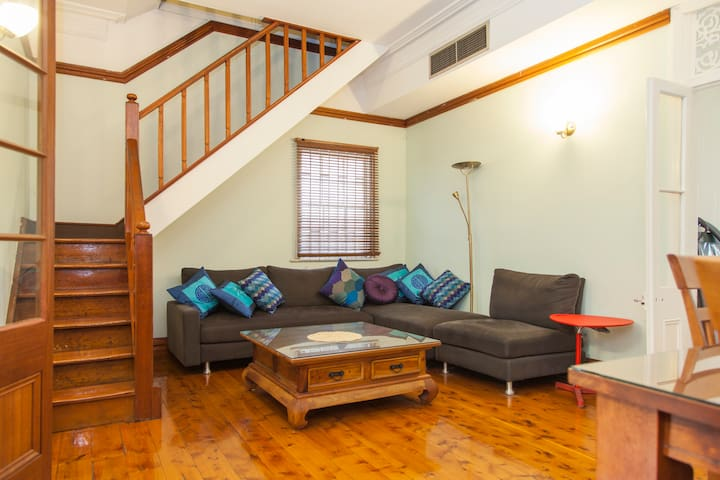 1880 Historic House, 4 Br, 2 Lvl + Parking in CBD