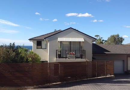 Modern 4 Bed Townhouse on Beaches - Narraweena - House