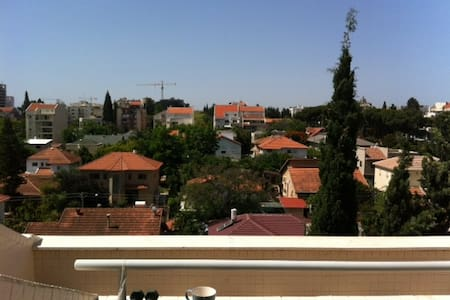 Large room with view, city centre. - Kefar Sava