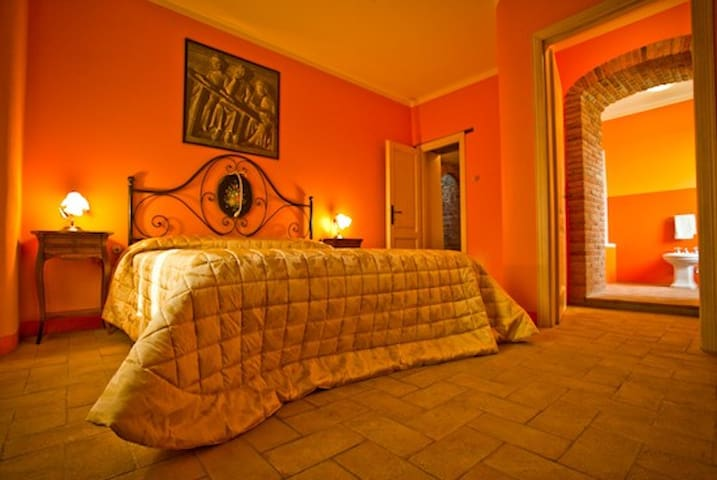Special lovely room near Vinci - VINCI - Lamporecchio - Bed & Breakfast