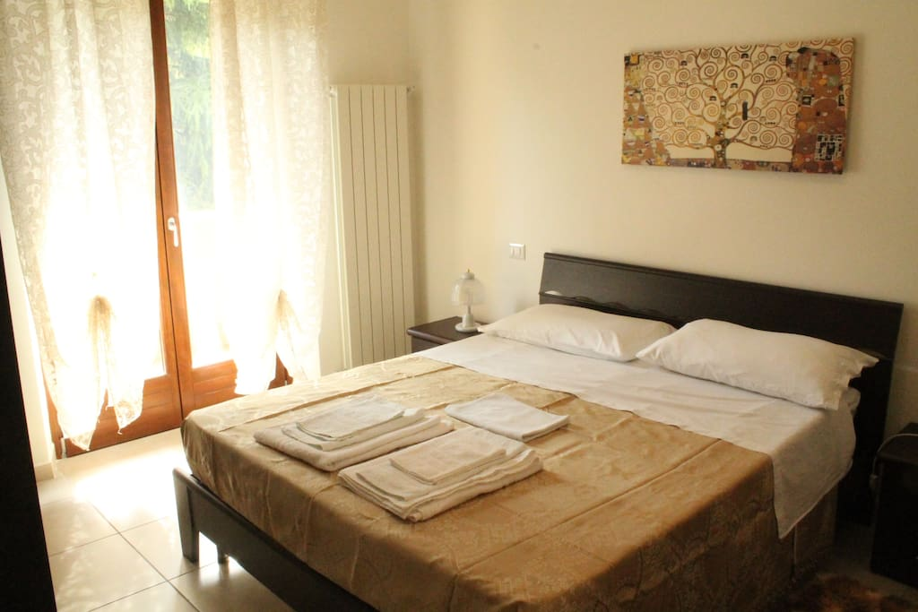 Camera da letto doppia. Double bedroom.
