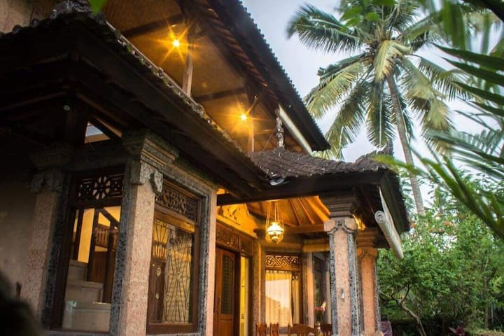 Unique homestay property... 23minute walk Ubud