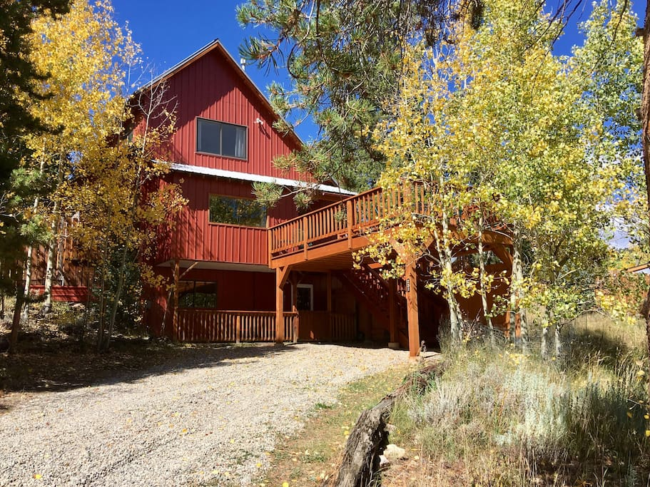 Leadville in the fall. Main home is accessed from the deck. The apartment door is at the driveway level. Indoor stairs connects them.