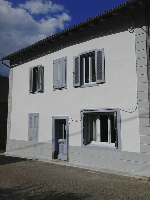 Maison dans le hameau de St-Sernin