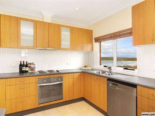 Stunning View of Maroubra Beach - Entire Place