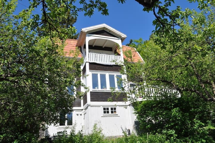 Charming house built 1906 - Saltsjöbaden - Ev