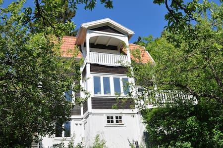 Charming house built 1906 - Saltsjöbaden - 独立屋
