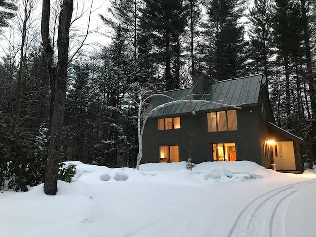 Private Home Sleeps 6-Near Ski Areas