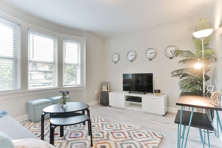 Wow! Lovely Brand new Entire space in midtown - Toronto - Appartement