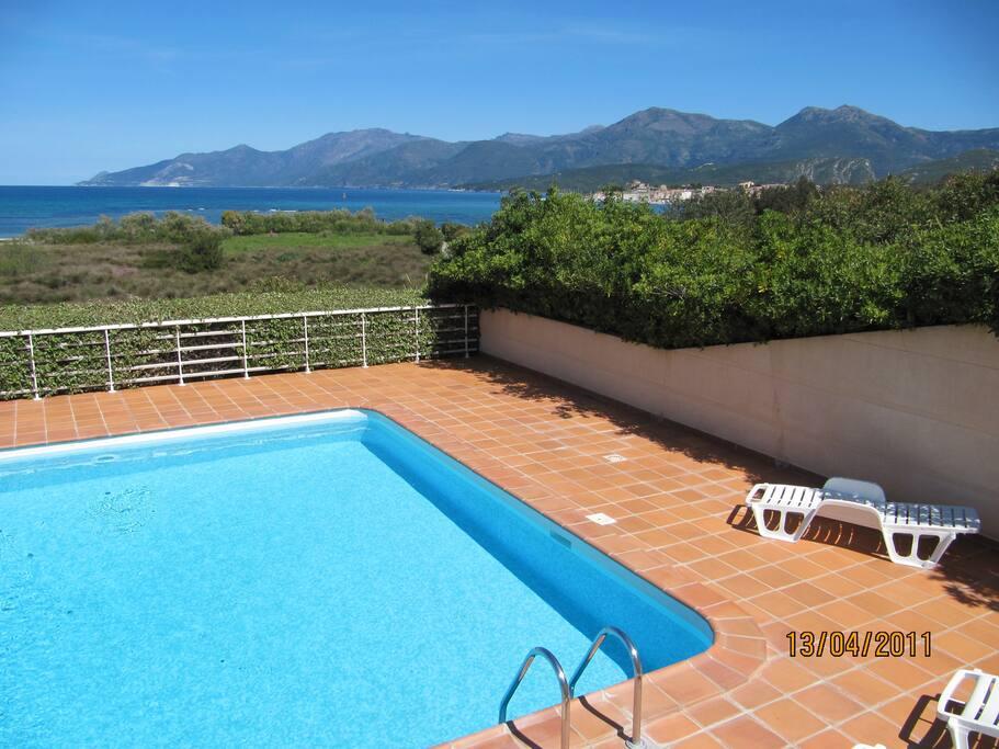 F2 r sidence avec piscine vue mer appartamenti in for Piscine saint florent