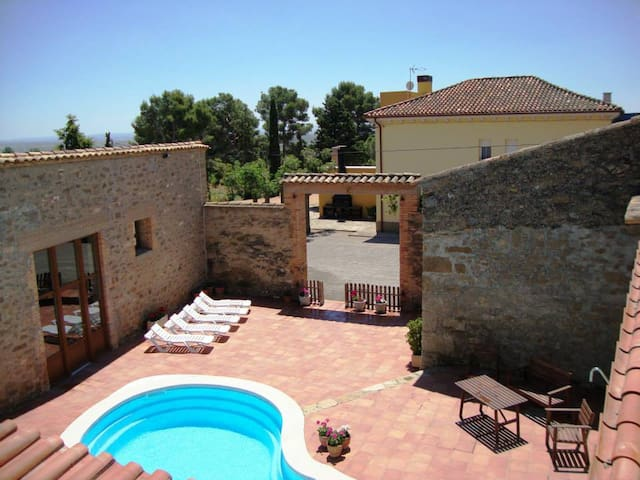 Cal Canela - Rustic villa with pool