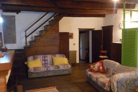 Renovated apartment in Trassilico - Trassilico - บ้าน