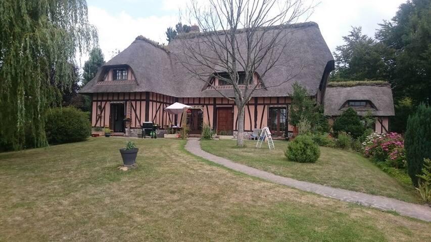 La Chaumière Normande ( Wifi, Draps, Jardin)