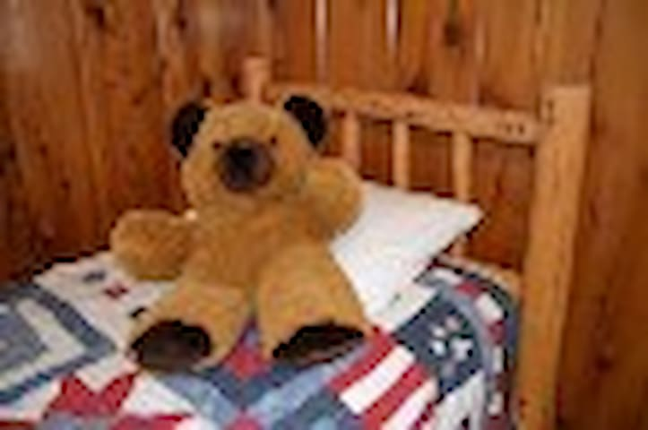 Cozy, Rustic, Lodge Room for two at Tamarack Lodge - Bear Valley - Bed & Breakfast