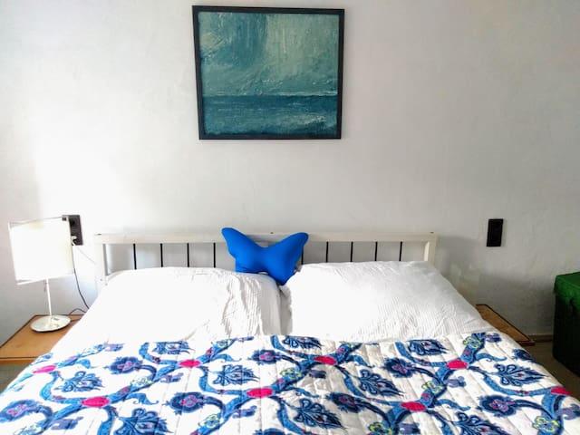 Helles Zimmer, 2 Minuten zum See, große Wohnküche