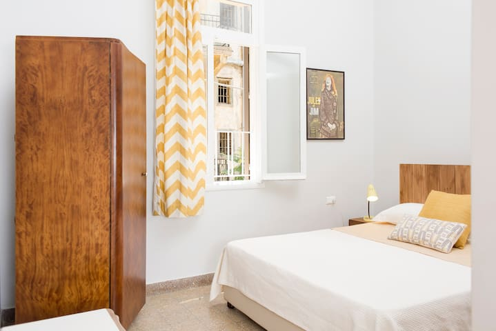 1940's old Guesthouse . Yellow Room