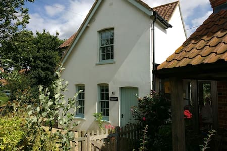 The White House - a Cosy Cottage - Guestwick - Hus
