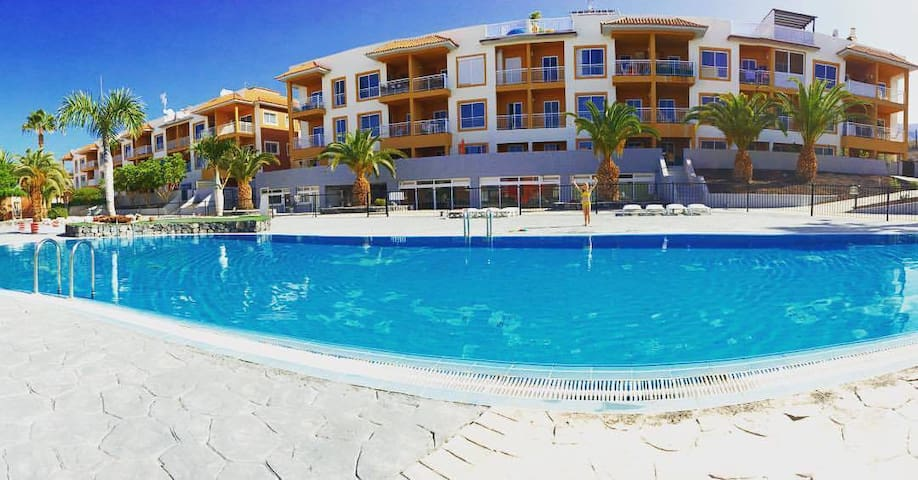 Peacfull apartment with ocean and pool views WIFI - Callao Salvaje - Apartamento