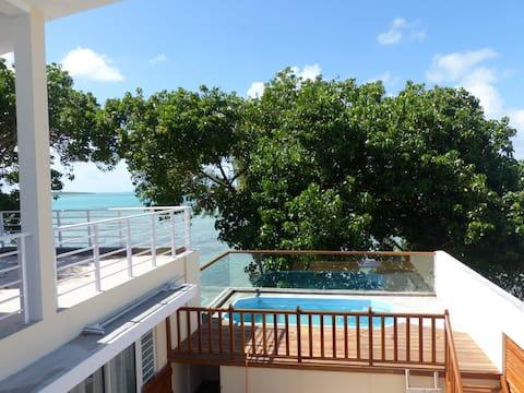 Villa la Perle, piscine privée, vue sur le lagon