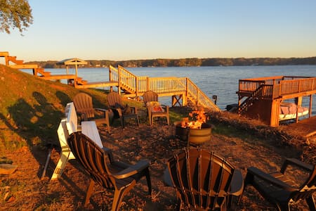 Specials! Main Lake on Point - 180Degree Views!! - Littleton