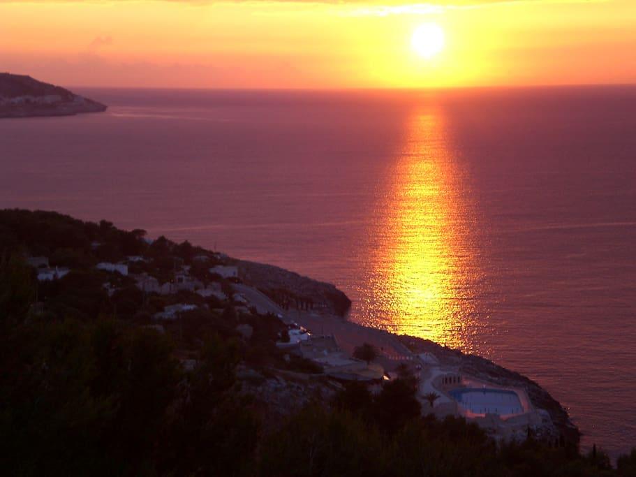 L'alba....siamo di fronte all'albania e all'isola di Fano