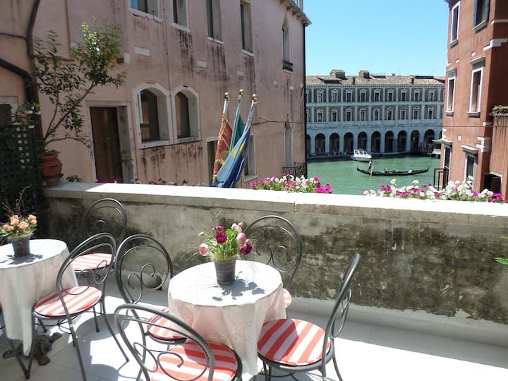 Quintuple Room overlook Canal Grande with Private Terrace