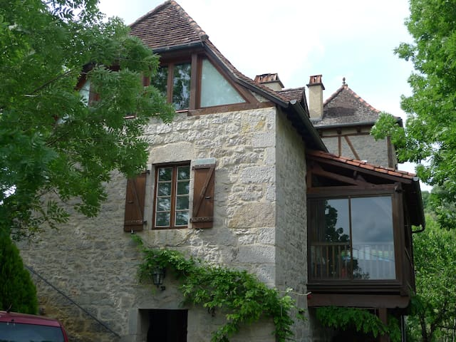 belle maison typiquement lotoise - Saint-Laurent-les-Tours - Hus