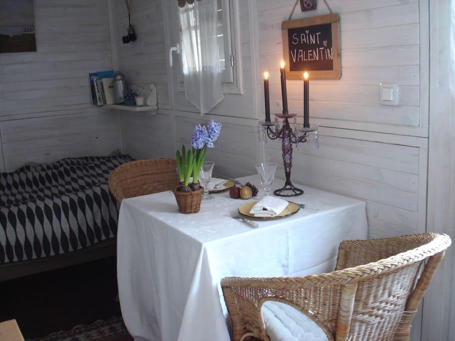 Roulotte romantique au calme pr s de marseille chambres d 39 h tes louer allauch provence - Chambre d hote pres de marseille ...