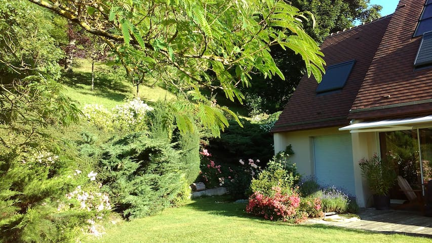 Suite privée Proche Paris sur coteaux de Seine - Medan - Hus