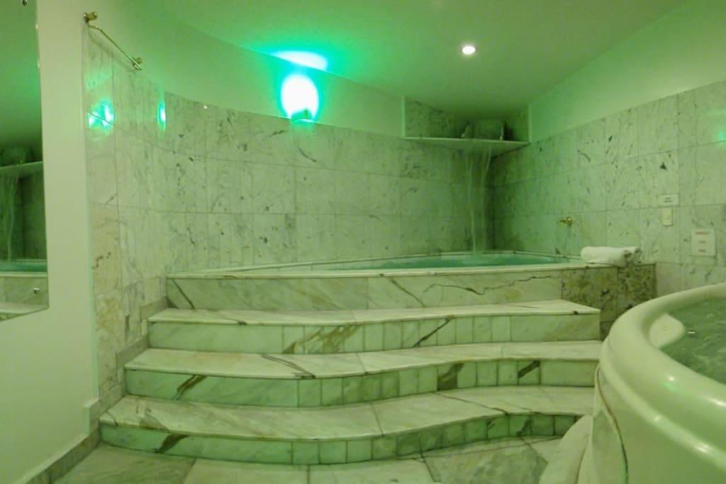 Sauna, piscina, hidromassagem.