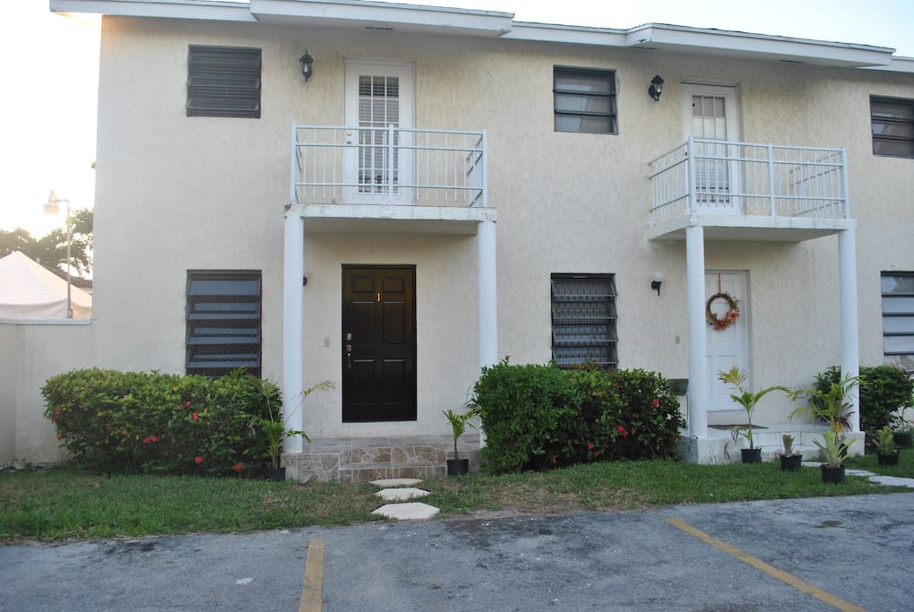 Sea View Cottage Perfect Location Cozy Townhouse Apartments For Rent In Nassau New
