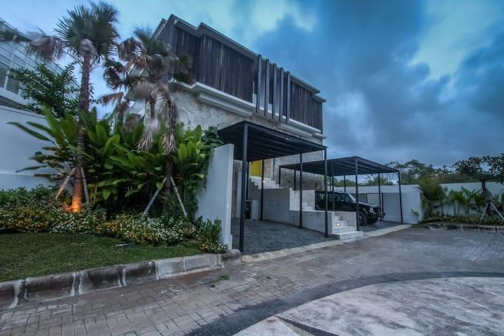 New Kuta Golf Villa Bedrooms with Ensuite - South Kuta - House