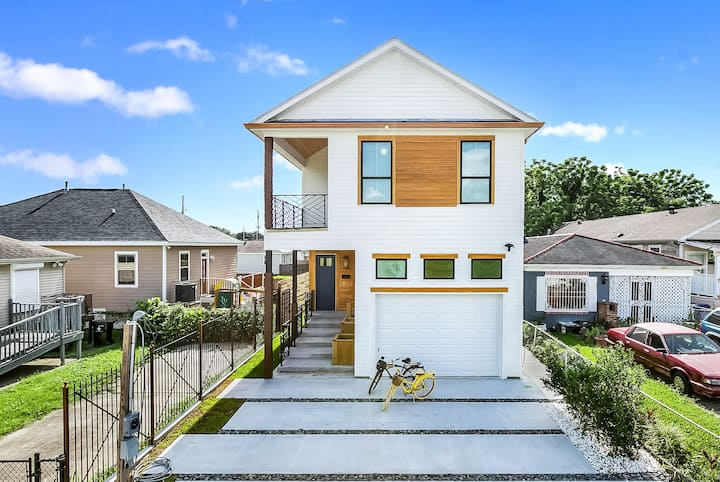 New Modern Home only 1 Mile to Jazz Fest 16+Guests