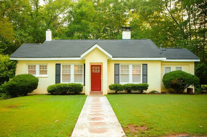 Peaceful Cottage in Heart of Historic Roswell