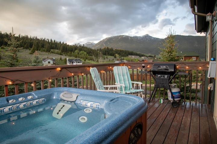 Mountain Views, Hot Tub in Heart of Big Sky