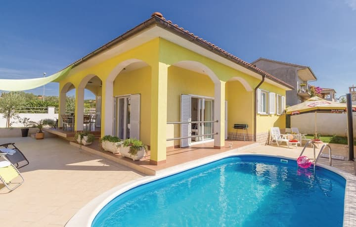 Villa Sweet Home with Swimming Pool & Trampoline