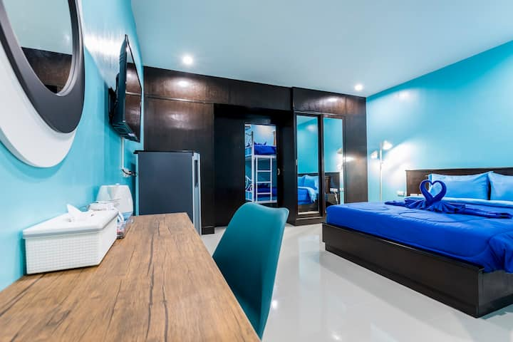 C Suite for 4, 2 mn walk to the beach