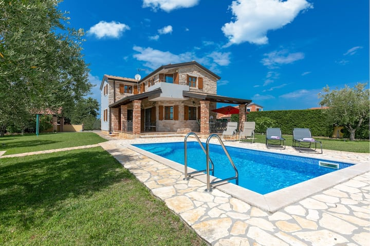 Charming Villa Vera with swimming pool