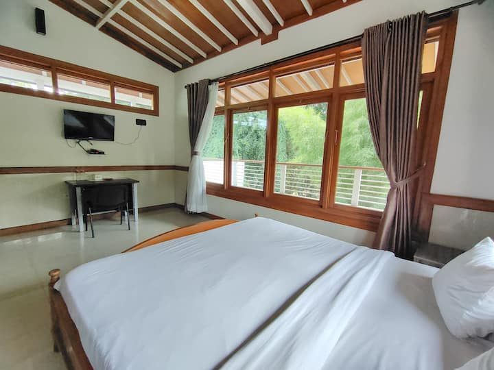 Deluxe Double at Tirtasari Nice Guesthouse 2