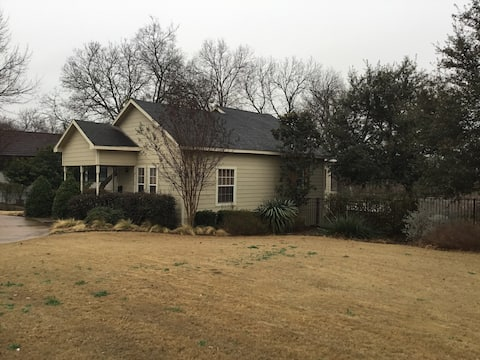 Private Home on Main Street in Waxahachie