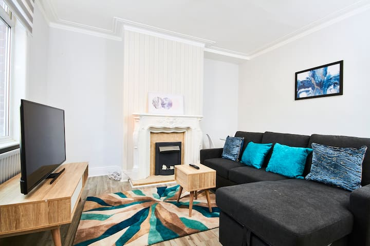 5 minutes from Leeds City Centre - Parking